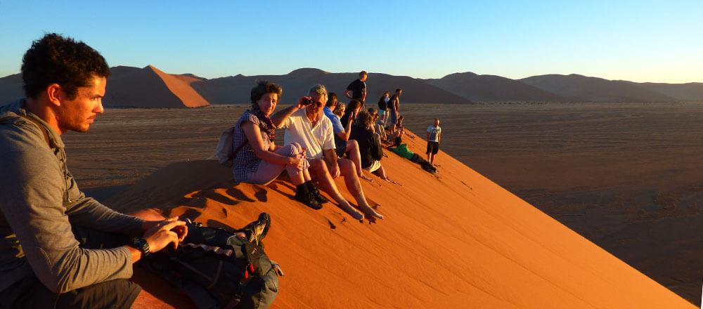 Sossusvlei Namibia - die roten Dünen der Namib Wüste erklimmen